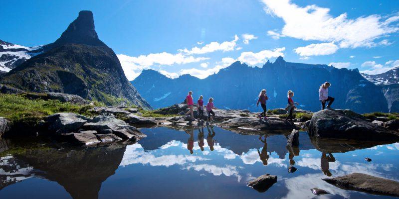 hiking_litlefjellet_andalsnes_norway_2_1_9133c8d8-8524-4326-9c33-de8358fa370a-800x400